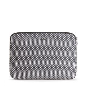 15355-Kipling-LaptopCover15-RetroGeoBlack-40G-Variacao1