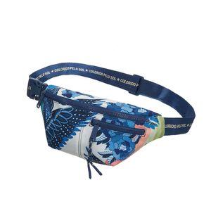 7836027019---Pochete-Farm-Farmete-arara-astral-azul-variacao1