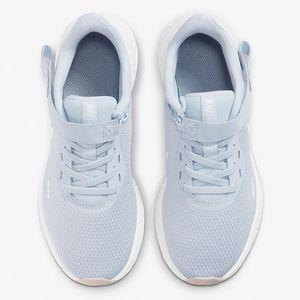 BQ3212001-Nike-Wmns-Revolution-5-FlyEase-variacao4
